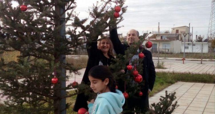 Παιδικοί Σταθμοί του Δήμου Αγρινίου στόλισαν Χριστουγεννιάτικα δένδρα (Φωτό)