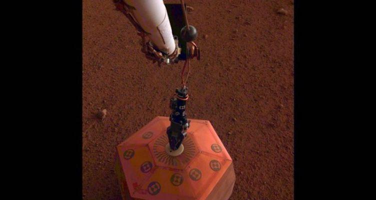 Το InSight της NASA τοποθέτησε σεισμογράφο πάνω στην επιφάνεια του Άρη