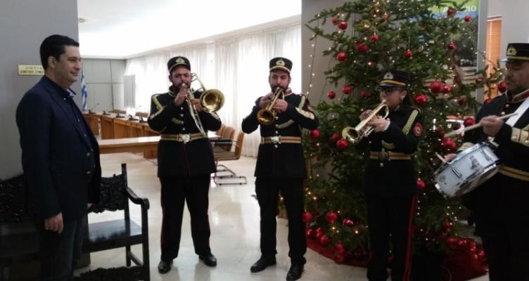 Τα κάλαντα των Χριστουγέννων έψαλλαν στον Δήμαρχο Αγρινίου Γιώργο Παπαναστασίου (Φωτό)
