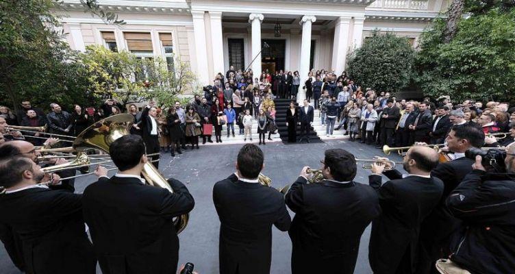 Τα πρωτοχρονιάτικα κάλαντα στον πρωθυπουργό (Φωτό-Βίντεο)