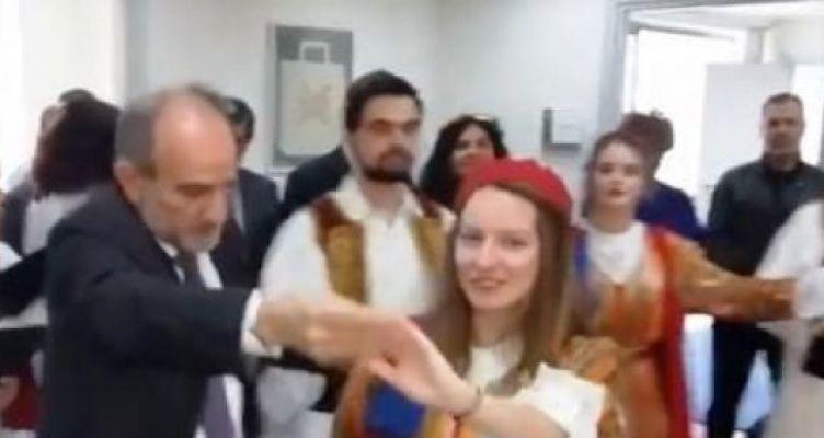 Ο Κατσιφάρας χόρεψε τη Ρούσα παπαδιά, αλλά και ηπειρώτικα! (Βίντεο)