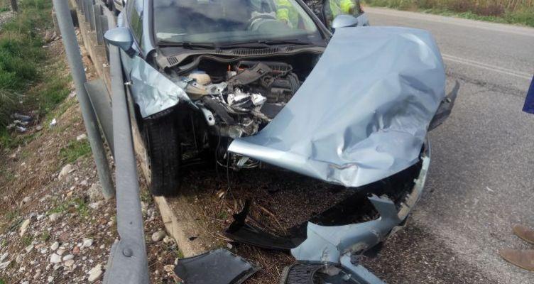 Σφοδρή σύγκρουση δύο οχημάτων στην ε.ο. Αγρινίου-Καλυβίων (Φωτό)