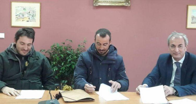 Θέρμο: Η σύμβαση για τις εργασίες αναβάθμισης του Δημοτικού Γηπέδου