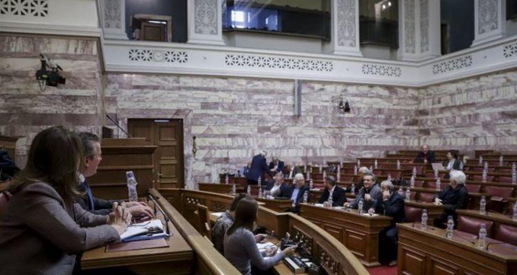 Ένταση στη Βουλή για τις συντάξεις – Κατάργηση του νόμου Κατρούγκαλου ζήτησαν οι φορείς