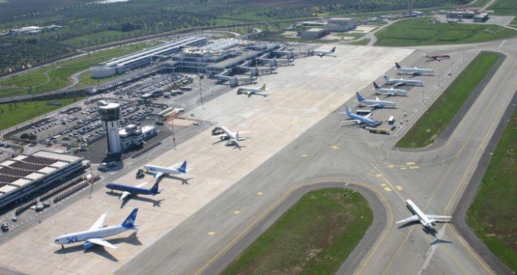 Εκατοντάδες Έλληνες αποκλεισμένοι σε αεροδρόμιο της Ρουμανίας