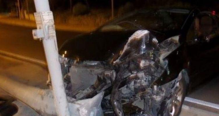 Ναύπακτος: Σύγκρουση αυτοκινήτου σε κολώνα – Τραυματίας ο οδηγός