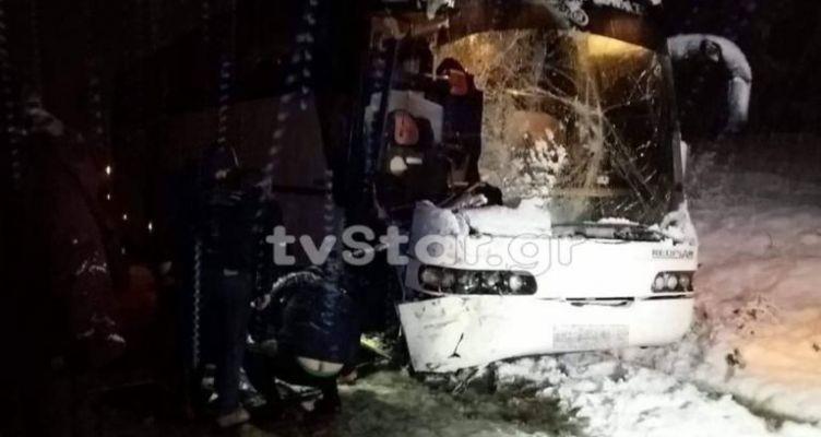 Λεωφορείο του ΚΤΕΛ συγκρούστηκε με εκχιονιστικό (Φωτό)