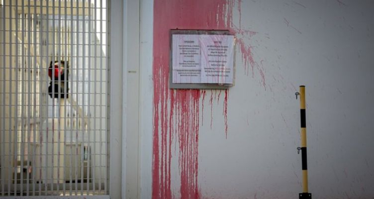 Δύο συλλήψεις για την επίθεση Ρουβίκωνα στην πρεσβεία των Η.Π.Α.