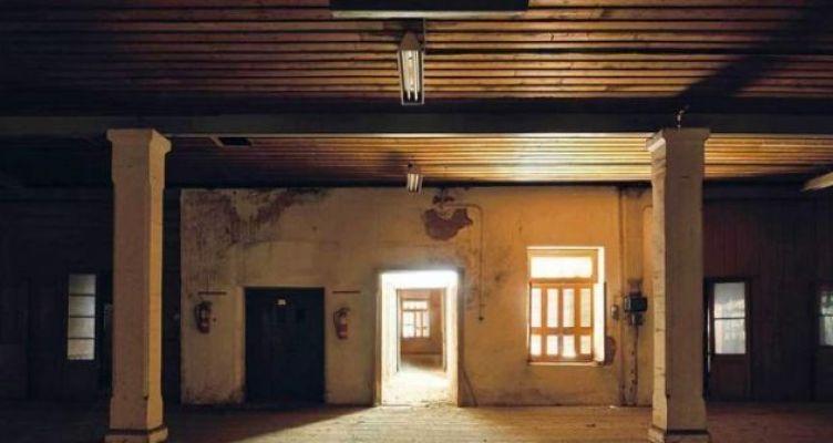 Σκιές και φως στον «Παπαστράτο» στο Αγρίνιο (Φωτό)
