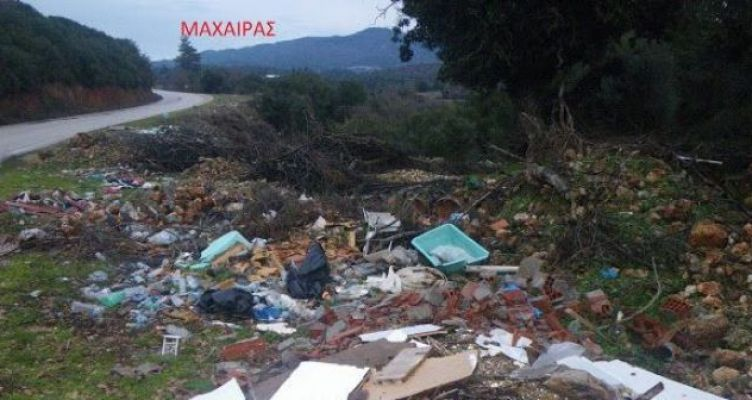 Γεμάτος σκουπίδια ο δρόμος λίγο έξω από τον Μαχαιρά (Φωτό)