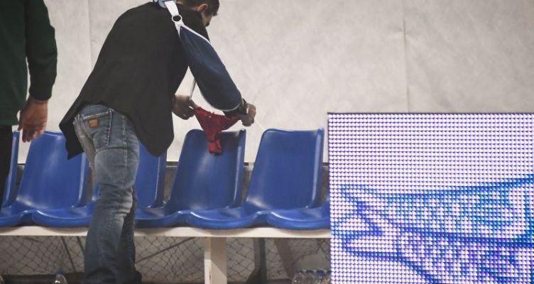 Κύπελλο Ελλάδας: Άφησε κόκκινο… στριvγκ στον πάγκο του Ολυμπιακού ο Γιαννακόπουλος!