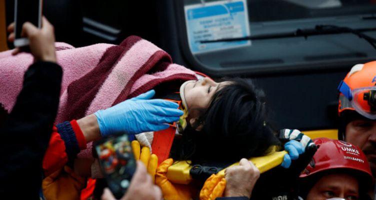 Κωνσταντινούπολη: Κοριτσάκι ανασύρθηκε ζωντανό από τα ερείπια του κτιρίου που κατέρρευσε