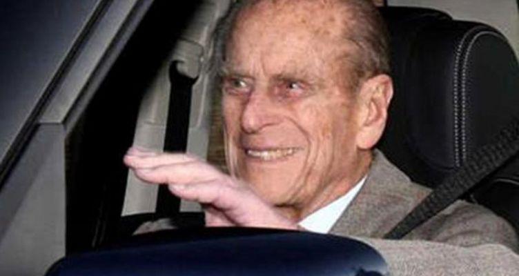 Παρέδωσε το δίπλωμα οδήγησης ο πρίγκιπας Φίλιππος