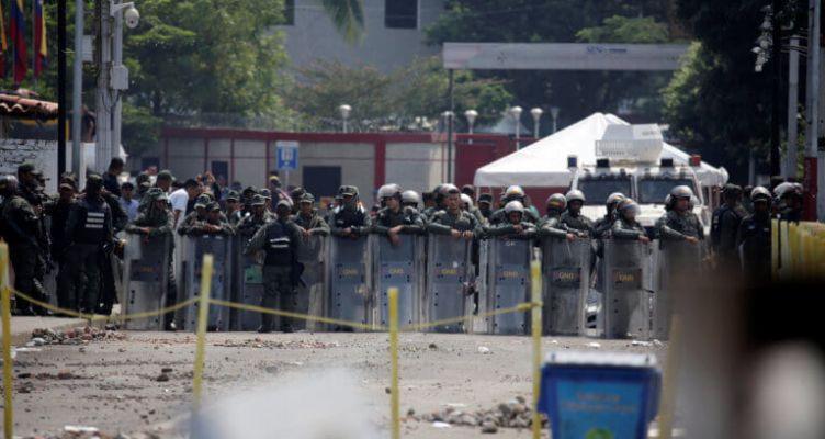 Βενεζουέλα: 100 μέλη των Ενόπλων Δυνάμεων έχουν αυτομολήσει στην Κολομβία