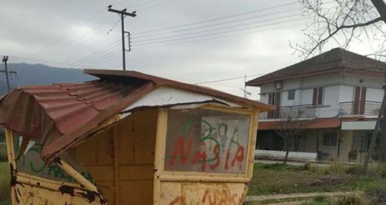 Κατεστραμμένη στάση λεωφορείων στον οικισμό Άγιο Στέφανο (Παπαδάτου Ξηρομέρου)