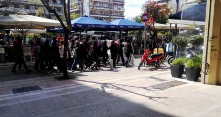 Αγρίνιο: Μαθητική, αντιφασιστική πορεία (Φωτό)
