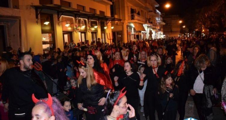 «Βούλιαξε» η Ναύπακτος» – Πλήθος κόσμου στην καρναβαλική παρέλαση (Βίντεο-Φωτό)