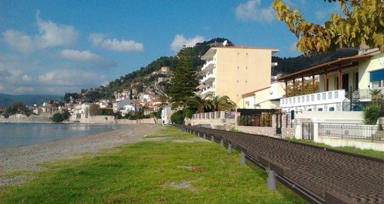 Ναύπακτος: Διαμόρφωση πεζογέφυρας-διαδρόμου στην παραλία του Γριμπόβου