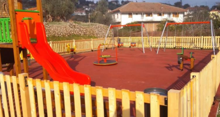 Παραδόθηκε η παιδική χαρά στο Λεσίνι Οινιαδών – Σε εξέλιξη έργα και παρεμβάσεις στο Νεοχώρι