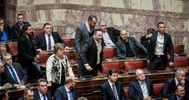 Βουλή: Επεισόδιο με βουλευτές της Χρυσής Αυγής (Βίντεο)