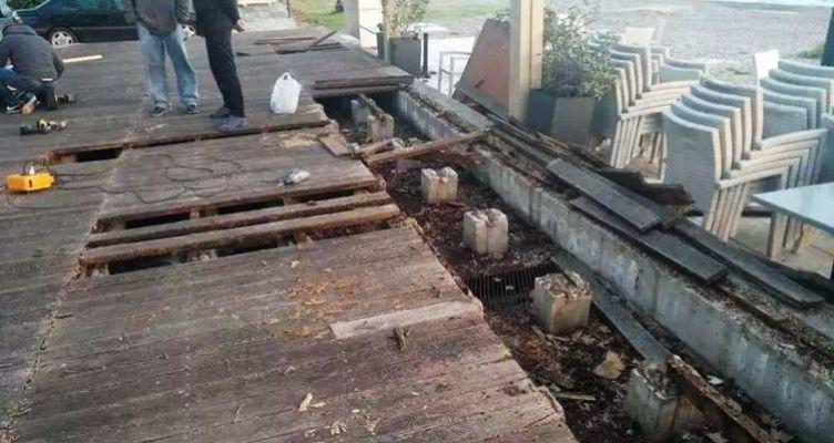 Ναύπακτος: Ξεκίνησε τις επισκευές του ξύλινου πεζοδιαδρόμου στο Γρίμποβο το Δημοτικό Λιμενικό Ταμείο