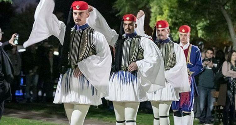Συγκίνησαν οι Έλληνες Εύζωνοι στην Αυστραλία (Βίντεο – Φωτό)
