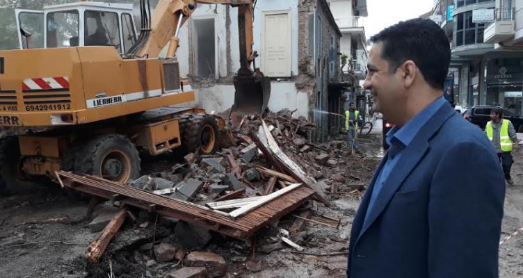 Δήμος Αγρινίου: Κατεδάφιση ακινήτου στην Οδό Γρίβα (Φωτό)