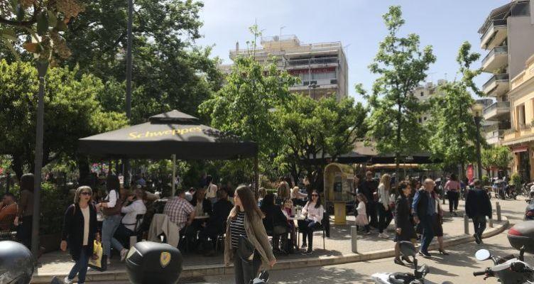 Μ. Παρασκευή: Πλήθος κόσμου «ξεχύθηκε» στο κέντρο τουΑγρινίου(Φωτό)