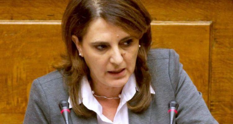 Η Ολυμπία Τελιγιορίδου στην υπογραφή της συμφωνίας για την ευφυή γεωργία