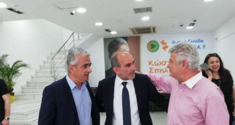 Επίσκεψη Κατσιφάρα στα εκλογικά κέντρα αντιπάλων του