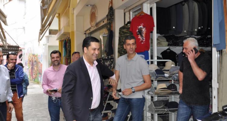 Ο Γ. Παπαναστασίου συνομίλησε με πολίτες και εμπόρους στο κέντρο της πόλης