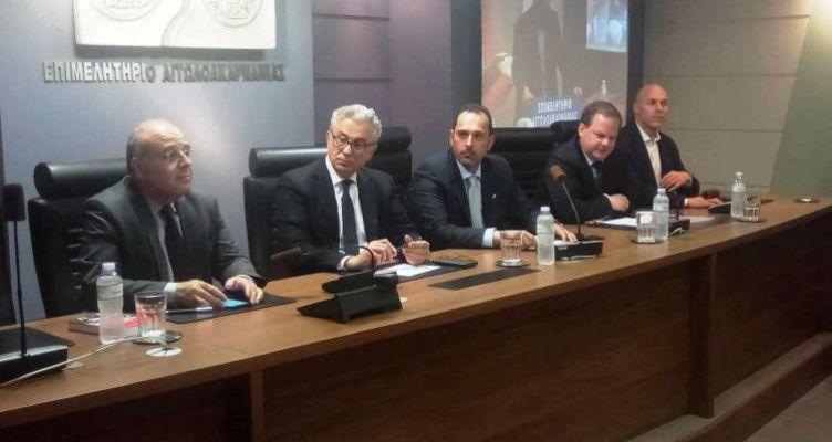 Κ. Καραμανλής και Θ. Ρουσόπουλος μίλησαν στο Αγρίνιο για το βιβλίο του Νίκου Στέφου (Φωτό)