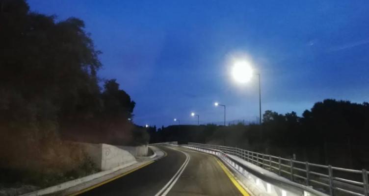 Φωτιστικά τύπου Led στο δρόμο που οδηγεί στον Αρχαιολογικό χώρο της Βούντενης