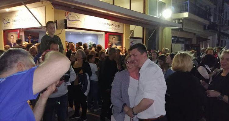 Αστακός: Πανηγυρισμοί στο εκλογικό κέντρο του Γιάννη Τριανταφυλλάκη (Φωτό)