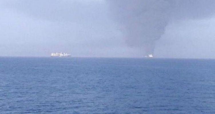 Συναγερμός στον Κόλπο του Ομάν – Αναφορές για επιθέσεις και εκρήξεις σε δύο τάνκερ