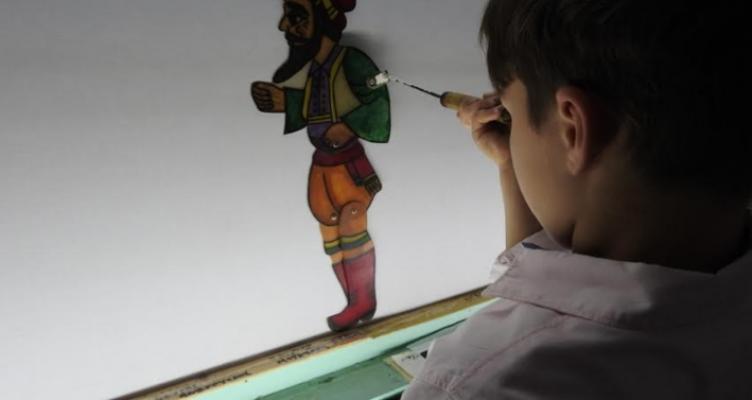 Πάτρα: Μικροί μαθητευόμενοι καραγκιοζοπαίχτες έδωσαν μια νότα ελπίδας