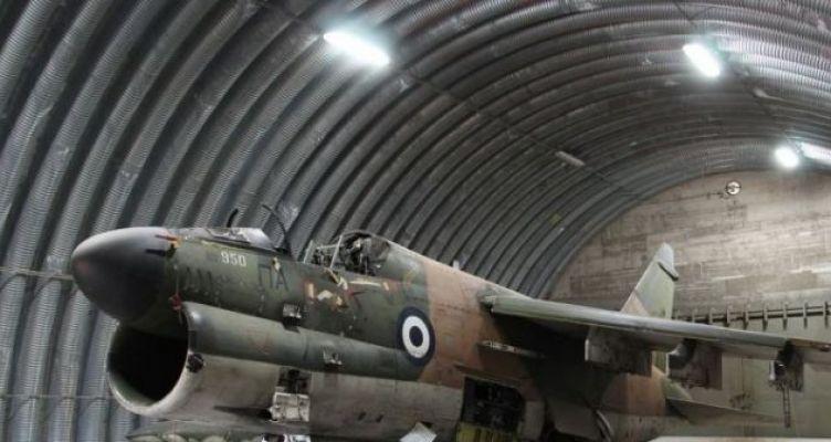 Το υπαίθριο μουσείο αεροπλάνων του Αγρινίου (Φωτό)