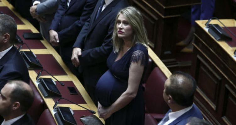 Άννα Ευθυμίου: Η εγκυμονούσα βουλευτής που τράβηξε πάνω της όλα τα βλέμματα!