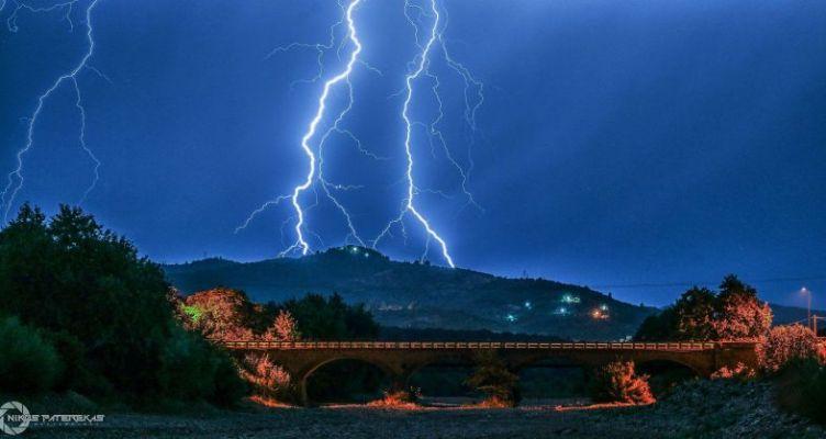 Εντυπωσιακή η φωτογραφία του Νίκου Πατερέκα από το ιστορικό γεφύρι της Ερμίτσας