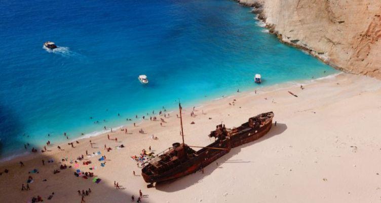 «Ναυάγιο»: Η ελληνική παραλία που ψηφίστηκε ως η καλύτερη του κόσμου
