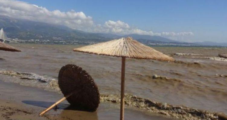 Τρόμος των πλημμυροπαθών στη Μακύνεια για την έλευση του «Αντίνοου» (Βίντεο)