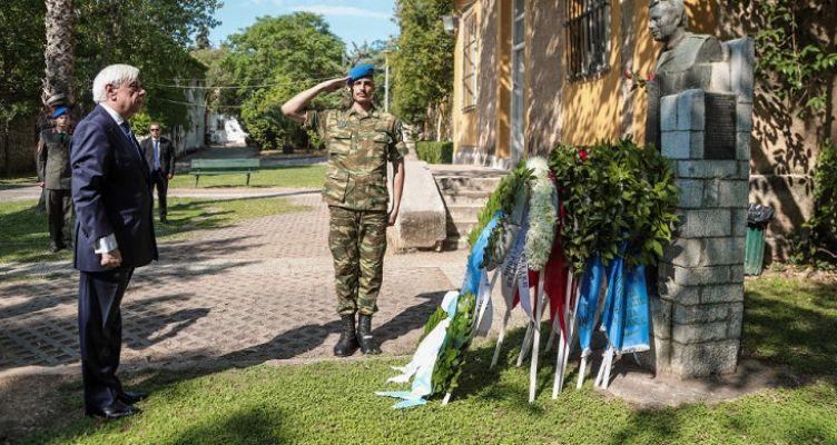 ΠτΔ: Στεφάνι στην προτομή του Μεσολογγίτη ήρωα στρατιωτικού Σπ. Μουστακλή (Φωτό)