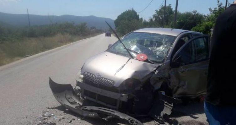 Μετωπική σύγκρουση αυτοκινήτων στον Άγιο Νικόλαο Βόνιτσας (Φωτό)