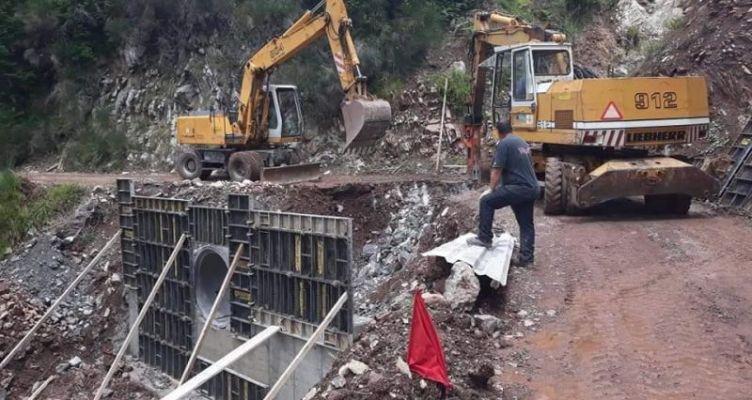 Θέρμο: Συνεχίζονται οι εργασίες κατασκευής αντιπλημμυρικού οχετού