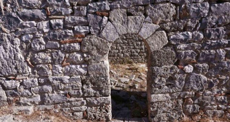 Αρχαιότητες στον Αστακό – Οδοιπορικό στα αρχαιολογικά ευρήματα της περιοχής