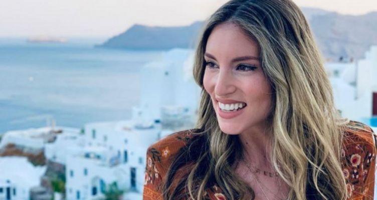 Αθηνά Οικονομάκου: Όμορφη και σέξι με ολόσωμο μαγιό στη Μύκονο! (Βίντεο)