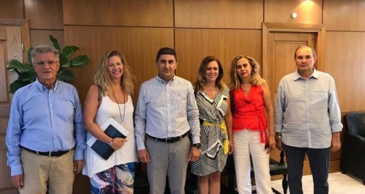 Συνάντηση Λ. Αυγενάκη με αντιπροσωπεία των προεδρείων της ΕΣΗΕΑ και του ΠΣΑΤ