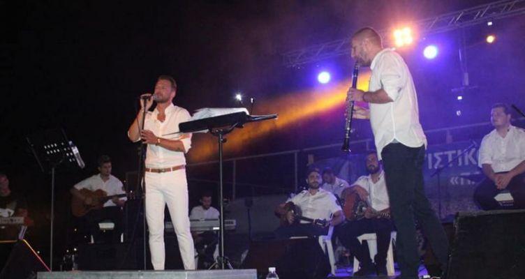 Αμφιλοχία: Μοναδική συναυλία του Κώστα Καραφώτη και της Δημοτικής Φιλαρμονικής