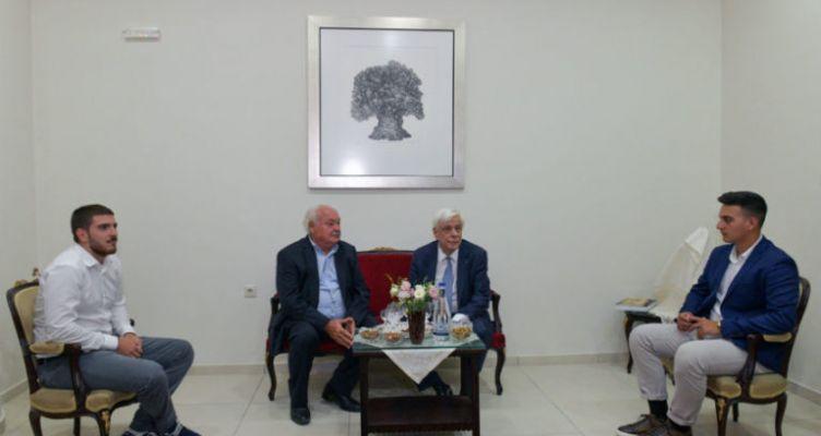 Η μαντινάδα του Νίκου Τσατσαρωνάκη στον Πρόεδρο της Δημοκρατίας
