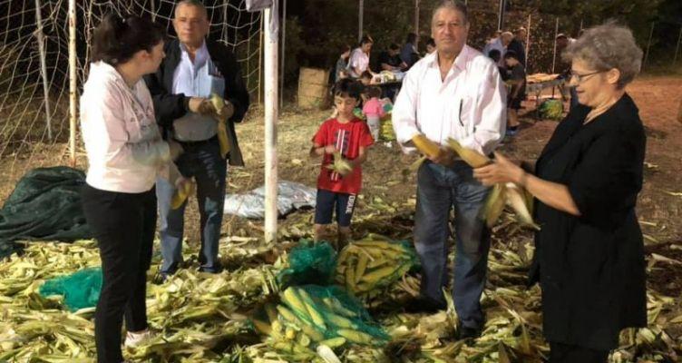 Τερψιθέα Ναυπακτίας: «Ξεφλουδίσια» η εκδήλωση του καλοκαιριού που έγινε θεσμός